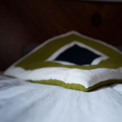 Lniana poduszka w kwadraty