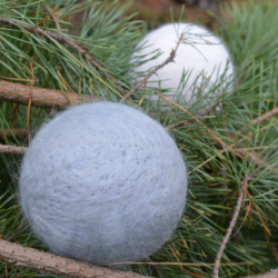 Felt bauble - gray