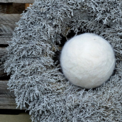 Felt bauble - white